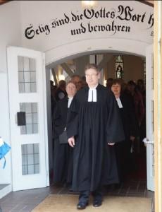 Pastor Dimitri Schweitz nach dem Einführungsgottesdienst